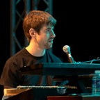 Jake Sherman (piano/claviers)